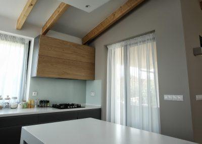 dlhá záclona v kuchyni